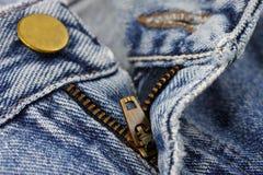 有拉链的特写镜头蓝色牛仔裤 库存照片