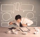 有拉长的文本泡影的繁忙的办公室工作者 免版税库存图片