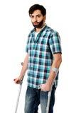 有拐杖的年轻残疾人 免版税库存照片