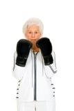 有拳击手套的年长妇女 免版税库存照片