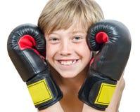 有拳击手套的白肤金发的男孩 免版税库存照片