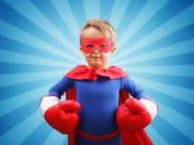 有拳击手套的超级英雄孩子 免版税库存照片