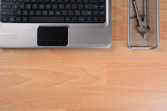 有拷贝空间的平的位置家庭办公室书桌 免版税库存图片