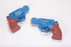 有拷贝空间的反对的塑料玩具手枪 库存照片