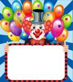 有拿着海报的气球的快活的小丑 免版税库存图片