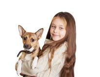 有拿着狗的长的头发的小女孩 图库摄影