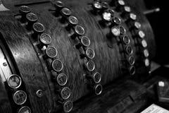 有按钮的古板的葡萄酒收款机 库存图片