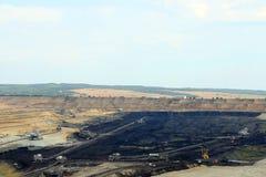 有挖掘机和机械的煤矿 免版税库存图片