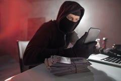 有捆绑的平静的计算机夜贼金钱 免版税库存照片