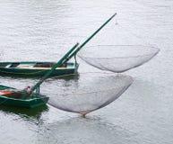 有捕鱼网的小船 库存照片