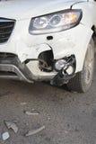有捣毁的防撞器的汽车 库存图片