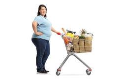 有排队的购物车的妇女 免版税图库摄影
