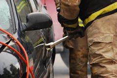 有探查栏的消防员。 免版税库存照片