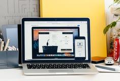 有接触酒吧的新的MacBook赞成视网膜与苹果薪水交易 免版税库存照片