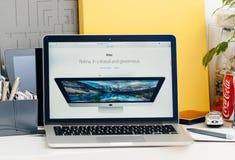 有接触酒吧的新的MacBook赞成视网膜 免版税库存照片