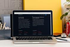 有接触酒吧CPu和闪光specs的新的MacBook赞成视网膜 免版税库存图片