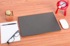 有接近的黑屏的笔记本 免版税库存图片