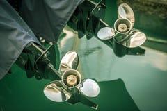 有推进器的两条小船引擎详述射击 免版税库存图片