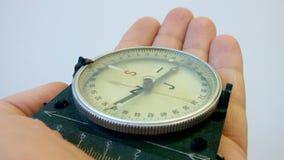 有措施标度的指南针在人的手上 免版税库存照片
