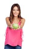 有提供的一个绿色苹果偶然女孩 免版税图库摄影
