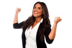有握紧拳头的激动的女实业家 库存照片