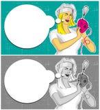 有搅拌器的妇女烹调和讲话泡影的 图库摄影