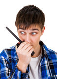 有携带无线电话的年轻人 免版税库存图片