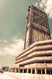 有摩天大楼建筑的阿布扎比新的区 库存照片