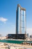 有摩天大楼建筑的阿布扎比新的区 图库摄影