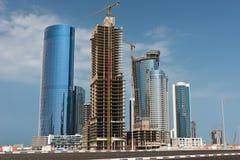 有摩天大楼建筑的阿布扎比新的区 免版税库存照片