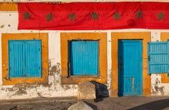 有摩洛哥旗子的老议院 免版税库存照片