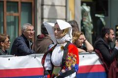 有撒丁岛典型的服装的女孩 图库摄影