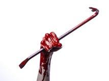 有撬杠的血淋淋的手,手勾子,万圣夜题材,凶手蛇神,白色背景,被隔绝的,血淋淋的撬杠 库存照片