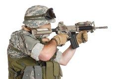 有攻击步枪的美国陆军战士 免版税库存照片
