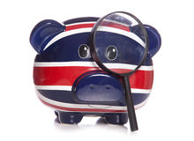 有放大镜的存钱罐 免版税库存图片