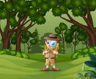 有放大镜的男孩探险家在森林里 库存例证