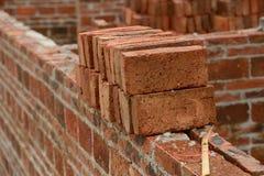 有放样麻线的砖墙 免版税库存照片