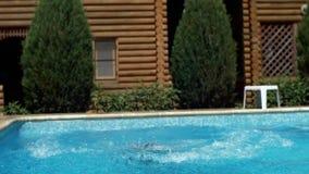 有效的儿童愉快的上涨合并游泳 影视素材