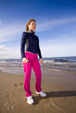 有效的海滩妇女 免版税图库摄影