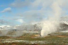 有效的geysir冰岛 免版税库存图片