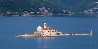 有教会的海岛在科托尔湾 免版税图库摄影