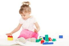 有教育玩具的小孩。 免版税库存图片