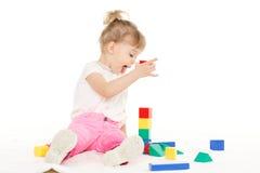 有教育玩具的小孩。 免版税库存照片