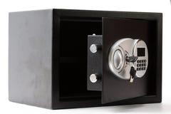 有数字小键盘的被打开的黑金属安全箱子锁了系统 库存图片