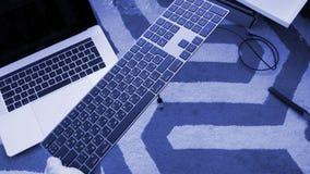 有数字小键盘空间灰色箱中取出的新的不可思议的键盘 免版税图库摄影