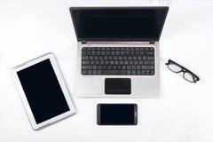 有数字式片剂和智能手机的1膝上型计算机 库存照片