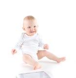 有数字式片剂的逗人喜爱的婴孩 图库摄影