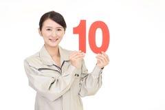 有数字的微笑的女工 免版税库存图片