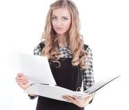 有文件的负责任的女性助理 笤帚查出的白色 库存照片
