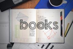 有文本的笔记本在伴生与教育-书里面 免版税库存图片